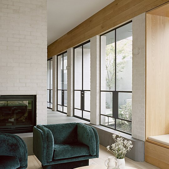 Interior photograph of 8 Yard House by Rory Gardiner
